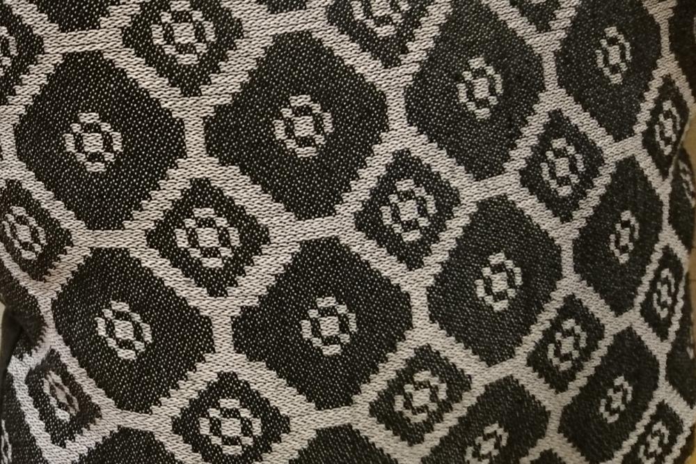 Detalj vävd kudde Vävstugan i Västerbykil